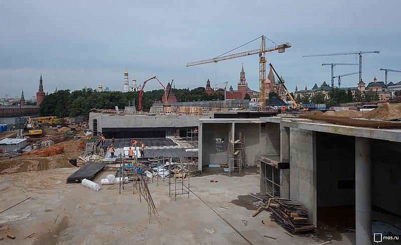 Строительство парка «Зарядье» (июль 2016 года).