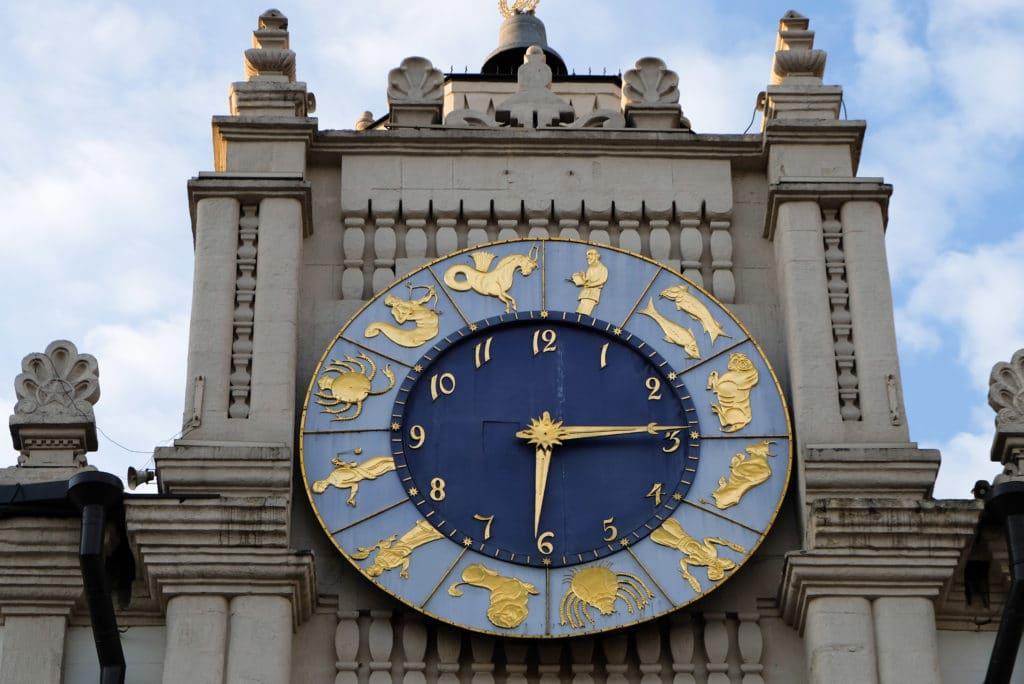 Часы на здании Казанского вокзала