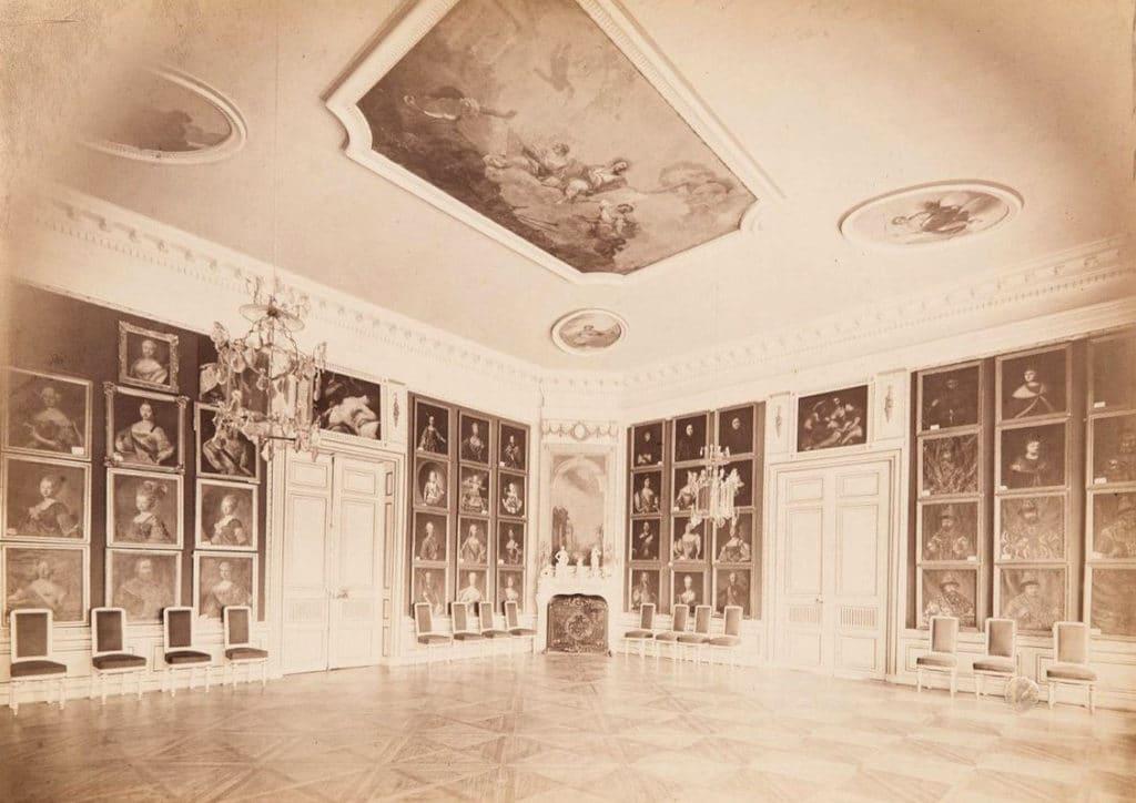Большой дворец. Биллиардная с портретной галереей. Около 1886 года