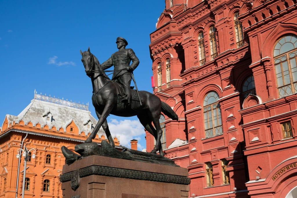 Памятник Маршалу Жукову в Москве