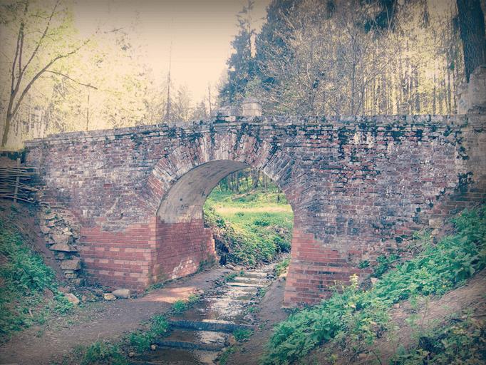 Мост в усадьбе Середниково