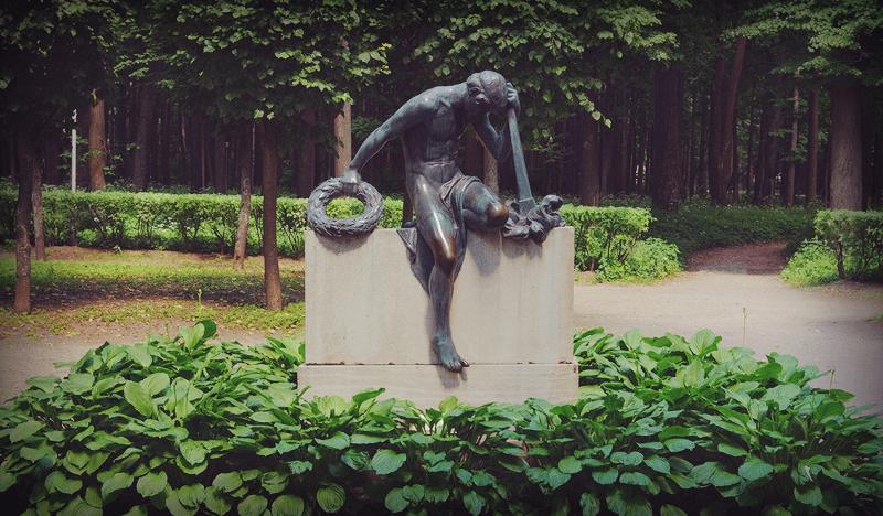 Памятник Скорбь