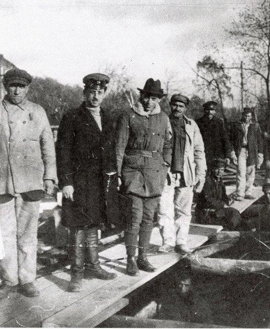 Архитектор Борис Иофан (третий слева) на строительной площадке Дома ЦИК и СНК, начало 1930-х годов