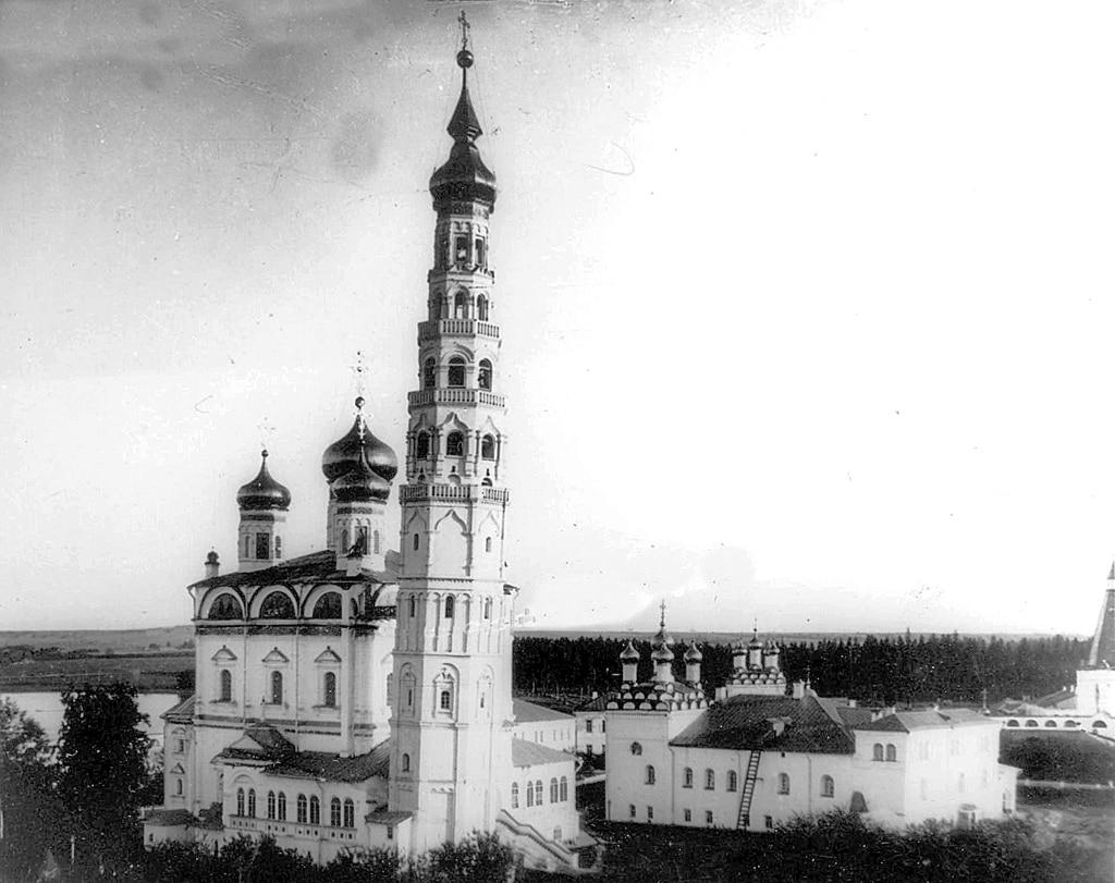 Колокольня и Успенский собор монастыря. Фотография ок. 1900 г.