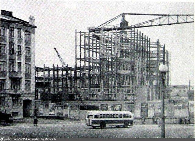 Строительство высотки на площади Восстания, 1950