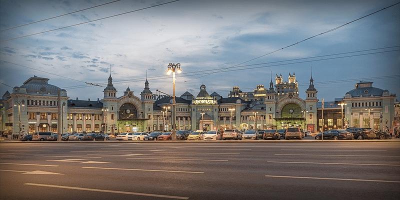 Вид на Белорусский вокзал с пл. Тверская Застава, 2018 год