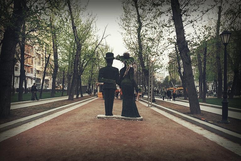 Тверской бульвар. Зелёный господин с зелёной госпожой, 2015