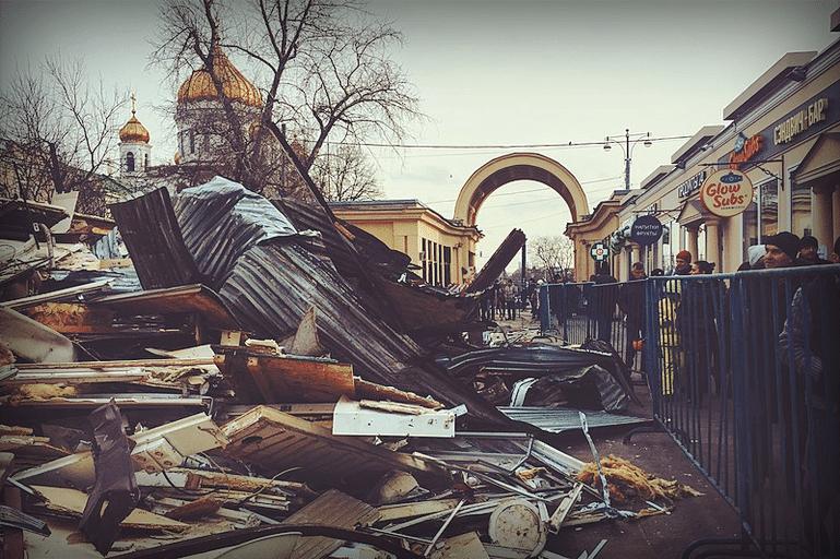 Снос торговых павильонов у Гоголевского бульвара, 2016.