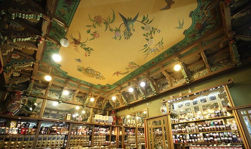 Украшение потолка чайного магазина Перлова, 2017 год