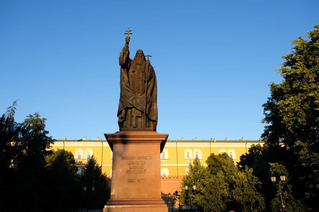Памятник Патриарху Гермогену. Москва