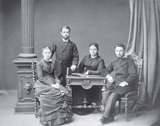 Семья Шехтелей (слева направо): Мария, Франц-Альберт, Дарья Карловна, Осип. Москва, 1875