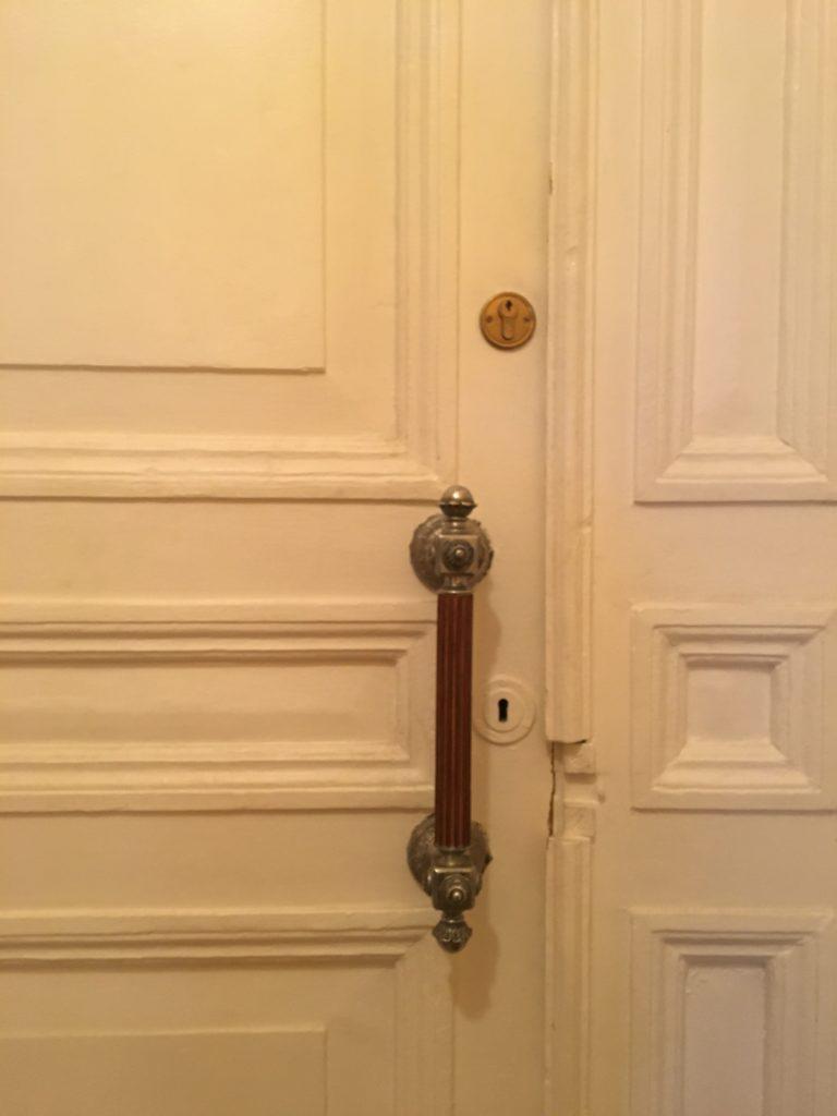 Входная дверь с внутренней стороны квартиры, 2020 год