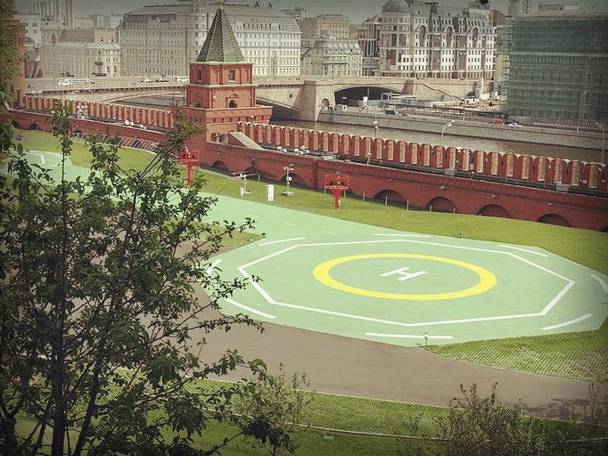 Вертолётная площадка у южной стены Кремля, 2013 год.