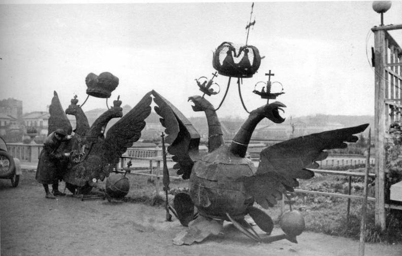 Снятые с кремлёвских башен двуглавые орлы, 23 октября 1935