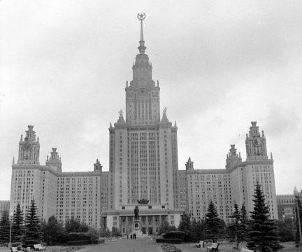 Здание МГУ в 1965 году