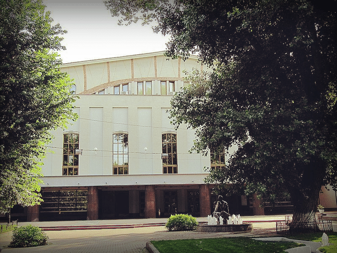 Сад Аквариум, театр Моссовета, 2011 год.