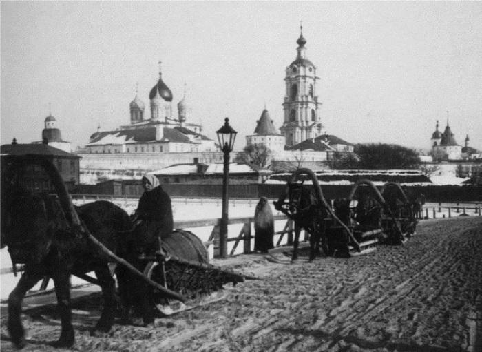 Новоспасский мужской монастырь со стороны Москвы-реки (фото ранее 1917)