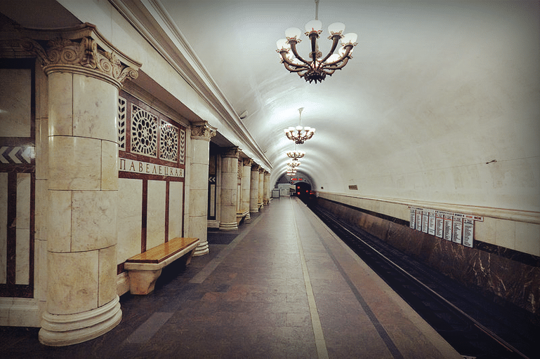Павелецкая станция метро, посадочная платформа, 2012 год
