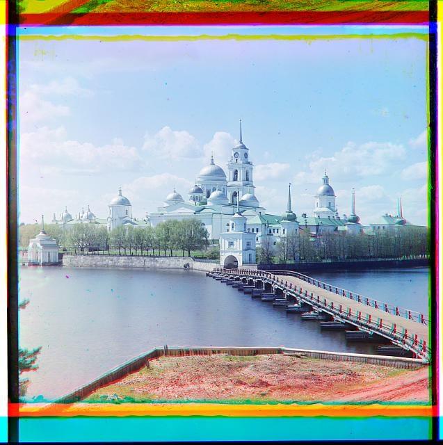 Вид на монастырь из Светлицы